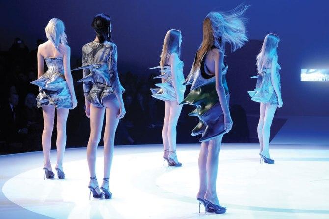 04-Hussein-Chalayan-Final-foam-dresses